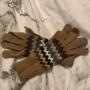 🥳 Adorable long knitted gloves.